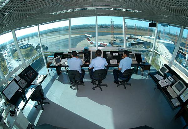 controladores-aereos-cabina