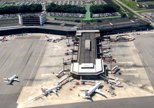 Brasil privatiza cuatro aeropuertos