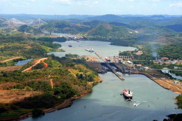 Canal de Panama suspende la navegacion