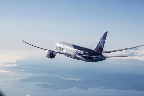 Lan-avion-volando