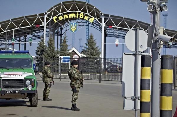 Miembros del ejercito ucranian prohiben volar a los rusos