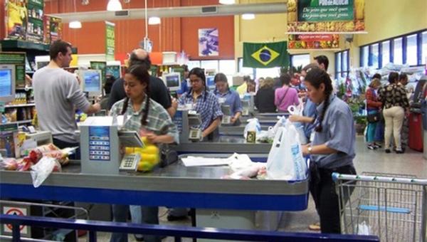 Ventas minoristas en Brasil siguen en descenso