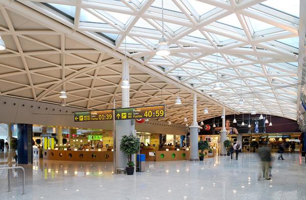 aeropuerto-barcelona-el-prat-pasajeros