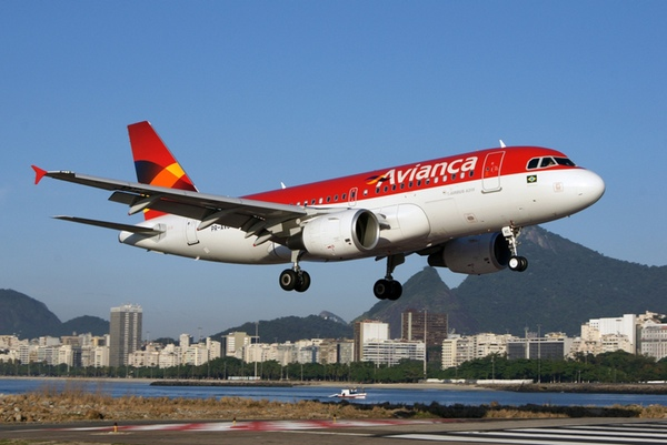 Avianca podria participar en ampliación aeropuerto de El Salvador