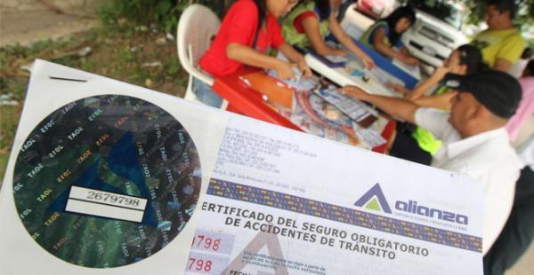 Vehiculos sin seguro no podran repostar en Bolivia