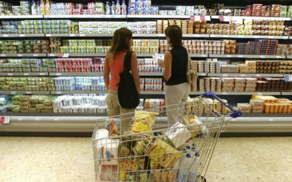 mujeres comprando