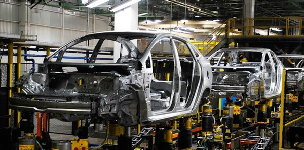 Automotrices estadounidenses evaluan trasladar produccion a Mexico