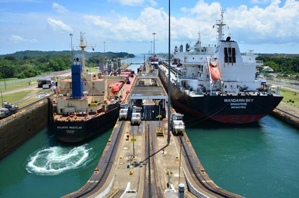 Canal de Panama reduce tiempo de espera