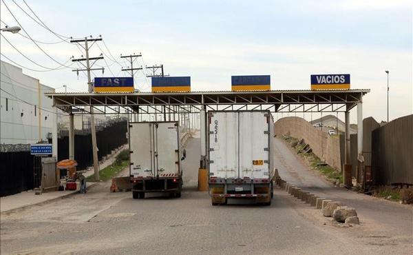 Conductores mexicanos prefieren trabajar en Estados Unidos