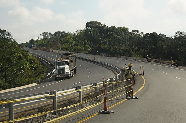 Gobierno colombiano adjudica construccion nueva carretera