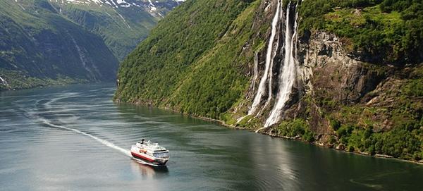 Hurtigruten renovara cuatro buques