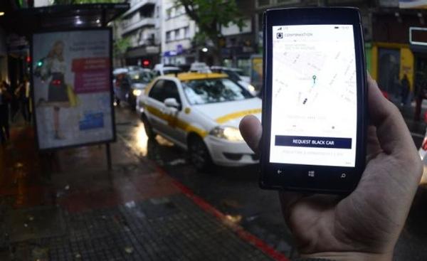 Uber forma a sus conductores via online en Uruguay