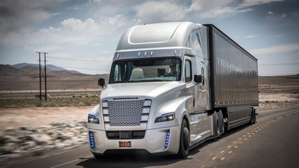 Daimler Trucks Mexico entrega camiones refrigerados