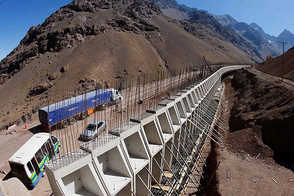 Ex ministros chilenos defienden creacion empresa de infraestructuras