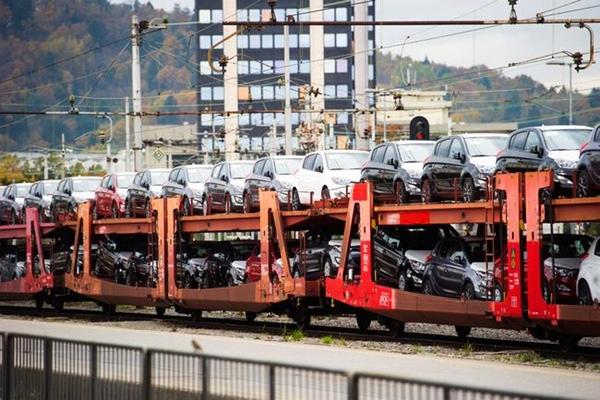 Mazda esta afectada por robos de carga en trenes