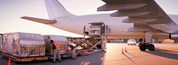Mexico y Estados Unidos amplian rutas comerciales por via aerea