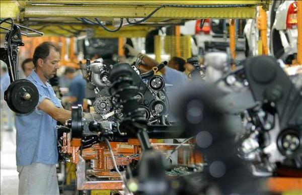 Produccion industrial desciende en Brasil