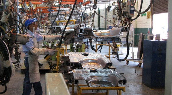 actividad-manufacturera-aumenta-cierre-2015
