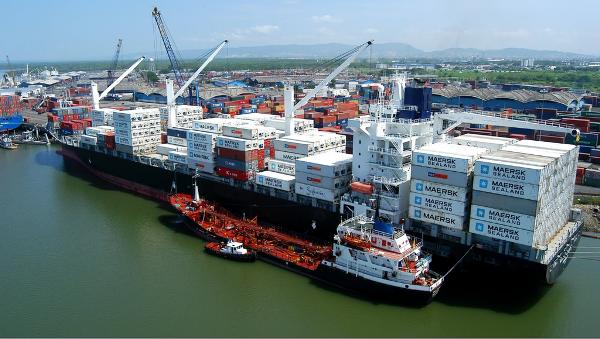 Ecuador cierra acuerdos para incentivar inversion extranjera en sus puertos