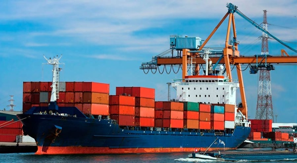 Iran crea una ruta maritima directa a Oman