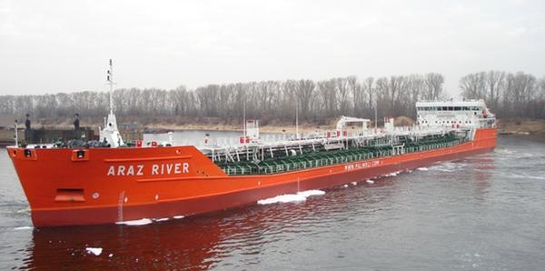 Marineros afectados por intoxicacion en buque petrolero