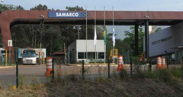 Policia registra la sede de Samarco