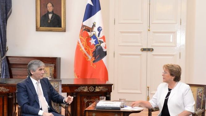 Francisco Reynes Abertis y presidenta de Chile