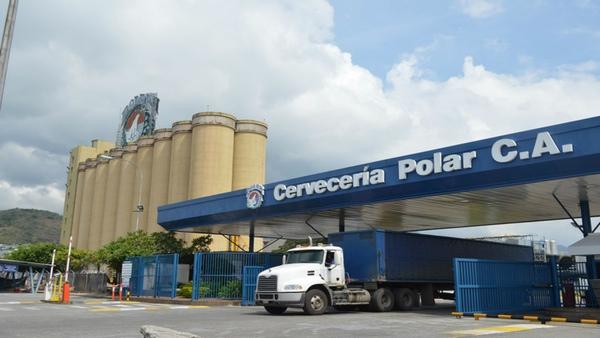 Cerveceria Polar paraliza produccion en Venezuela