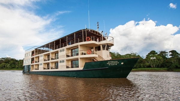 Dos pasajeros mueren en un incendio en un buque de crucero
