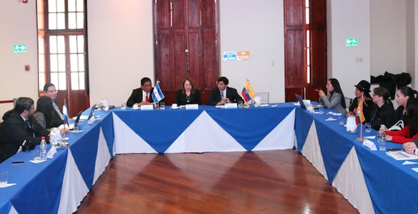 Ecuador y El Salvador negocian acuerdo comercial
