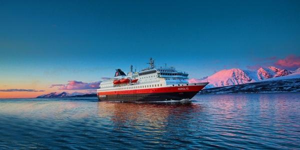 Hurtigruten amplia su flota de exploracion