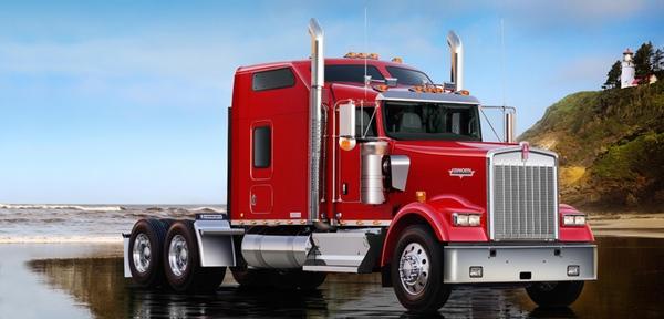 Kenworth dona dos camiones para formacion