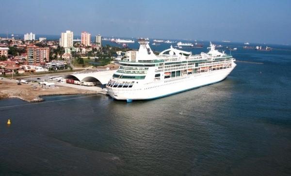 Puerto de Colon recibe al buque de crucero mas grande