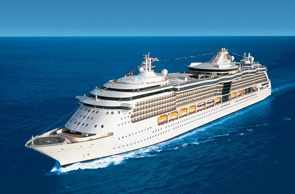 Royal Caribbean suspende mas viajes del Empress of the Seas