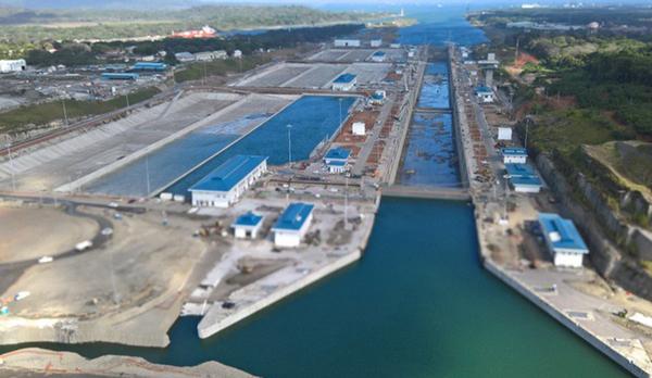 Canal de Panama contrata buque para pruebas