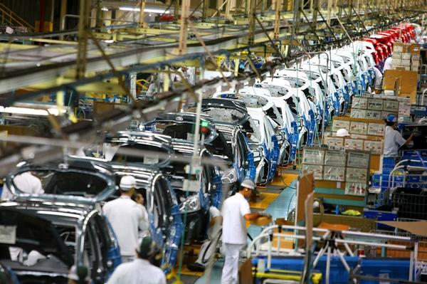 Exportaciones de vehiculos desde Mexico estan descendiendo
