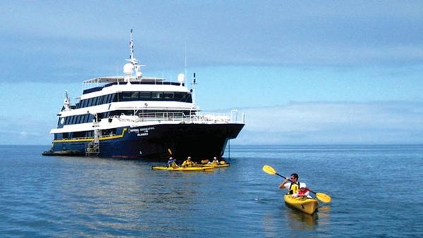 Lindblad Expeditions desvela el nombre de su nuevo buque