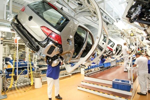 Volkswagen reduce la produccion en Argentina