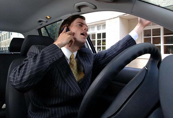 telefono-conductor-volante