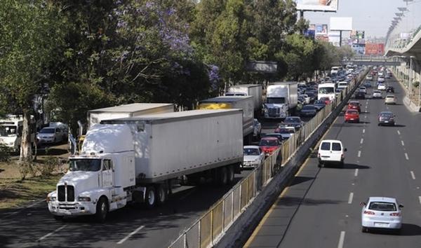 Ciudad de Mexico habilita corredores nocturnos para camiones