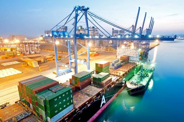 Informe advierte de escasez de oficiales maritimos