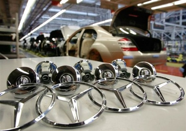 Mercedes-Benz sigue reajustando produccion en Brasil