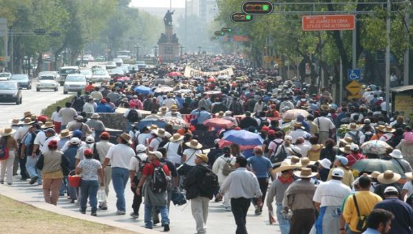 Movilizaciones de maestros provocan desabastecimiento en Mexico