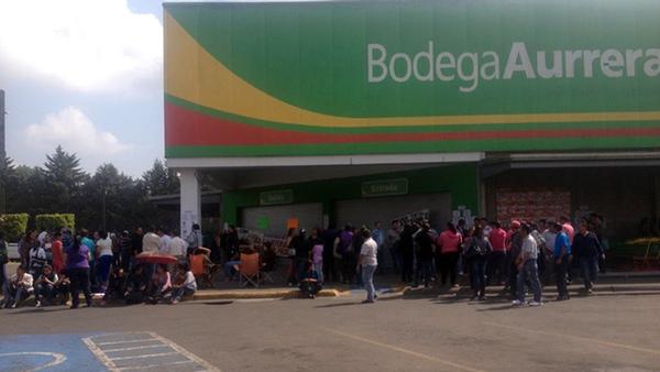 Walmart cierra tiendas en Oaxaca y Chiapas por bloqueos