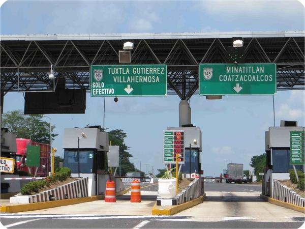 Camioneros denuncian mal estado de carreteras en Mexico