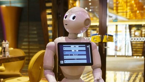 Costa Diadema presenta un robot humanoide