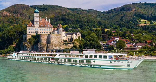 Crystal River Cruises bautiza su primer buque