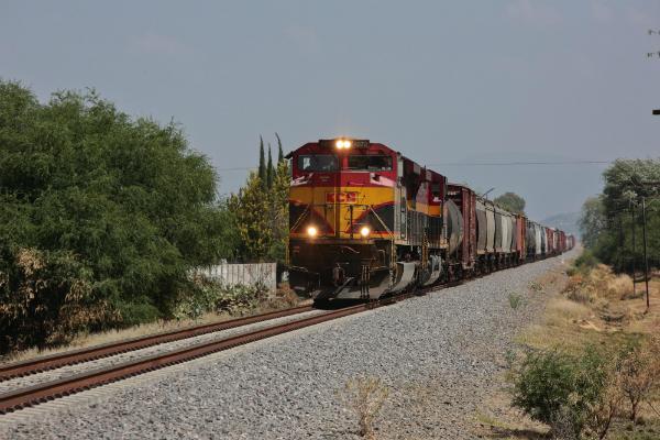 Robos de mercancias aumentan en camiones y trenes en Mexico