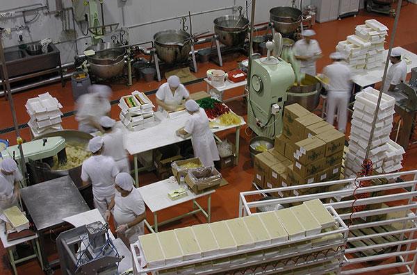 Confectionary-Holding-Obradores