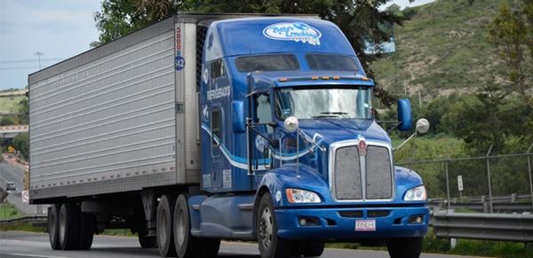 Exportaciones de vehículos pesados descienden en Mexico